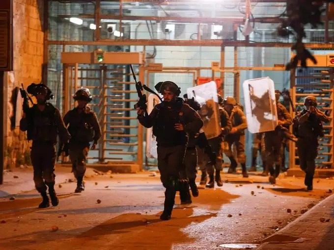 Palestinians hold anti-Israel protests over Jerusalem tension (7).
