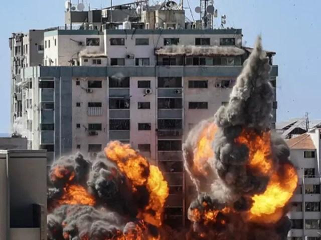 हमास में गिरी इमारत