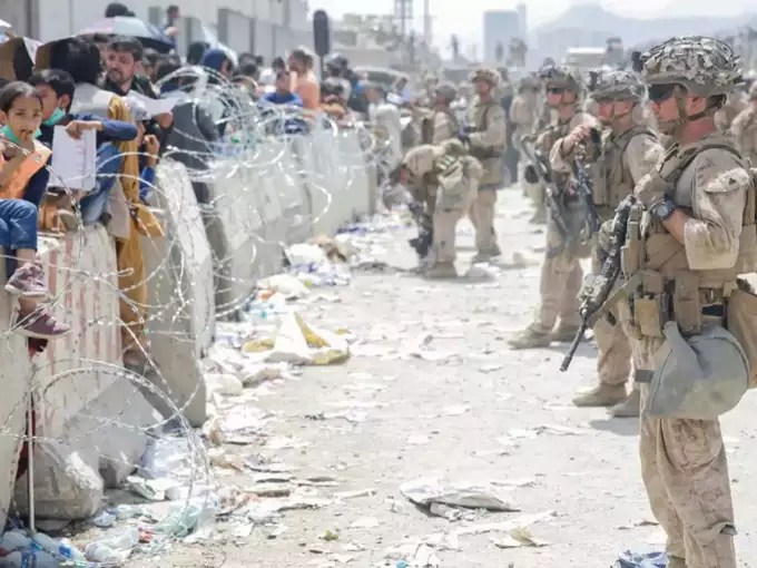 US president Joe Biden defends Afghanistan evacuation as thousands besiege Kabul airport.