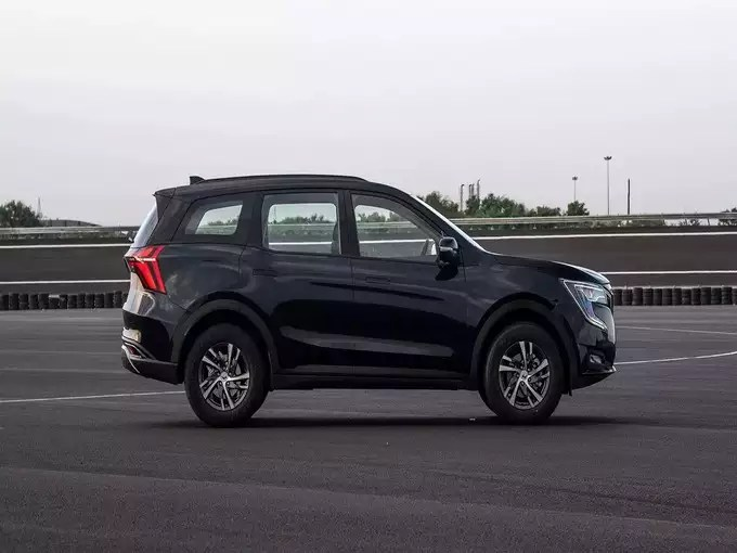 Mahindra XUV700 SUV Variants Price Colours Features 4