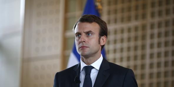 """""""Rien n'empêche Monsieur Leclerc d'avoir une officine de pharmacien dans son Leclerc ou devant son Leclerc"""", explique Emmanuel Macron."""