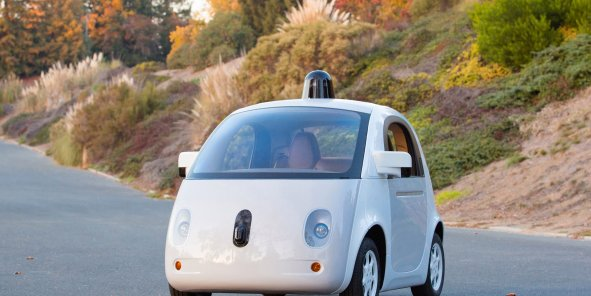 """La voiture de Google, qui ressemble à un """"oeuf"""" de téléphérique, fonctionne avec la même technologie qu'une flotte de voitures plus traditionnelles, des Lexus, également utilisées par le constructeur, et qui ont couvert plus de 1,6 million de kilomètres."""