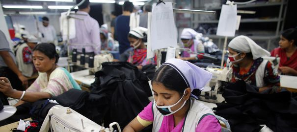 https://i1.wp.com/static.lexpress.fr/medias_4742/w_605,h_270,c_fill,g_north/bangladesh-goldtex-limited-garment-factory-inside-the-dhaka-export-processing-zone-in-savar_2428056.jpg