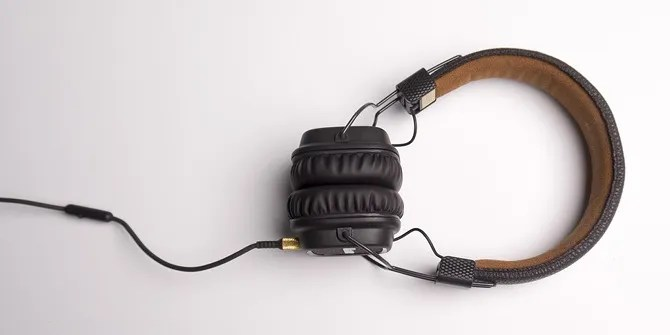 Here's Why Your Headphones Keep Breaking (And What You Can Do) headphones with cord