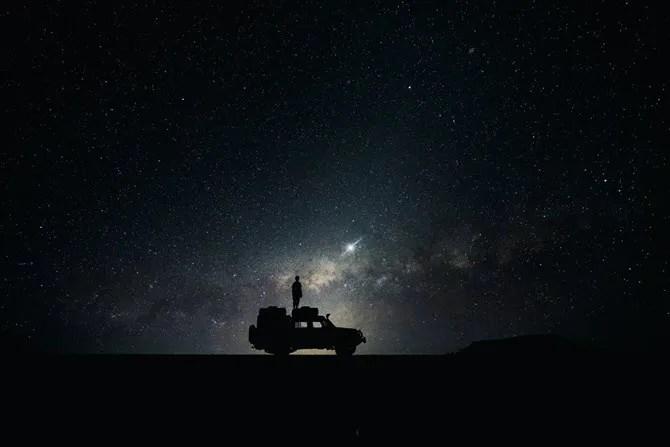 Sfondo dello spazio desktop di Observing Space