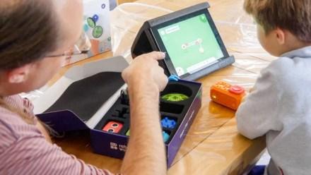 Robo Wunderkind: The Best Way to Teach Programming to Children robwunderkind teaching kai