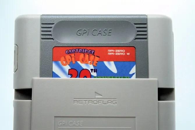تحتوي خرطوشة GPi Case على Raspberry Pi Zero