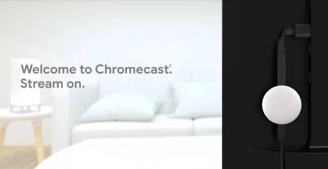 Chromecast подключен к задней панели телевизора