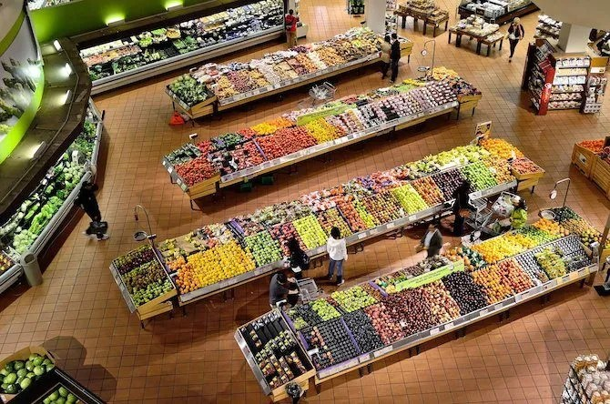 Продуктовый магазин свежих фруктов и овощей