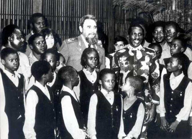 Thomas Sankara et Fidel Castro à l'Ile de la Jeunesse au milieu des jeunes Burkinabè