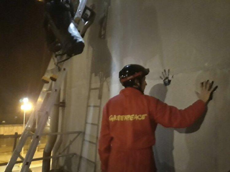 Action de Greenpeace à la centrale nucléaire de Cruas, 28 novembre 2017 (©Greenpeace France)