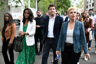 Audrey Pulvar (PS), Julien Bayou (EELV) et Clémentine Autain (La France insoumise), en déplacement à Aubervilliers (Seine-Saint-Denis), le 21 juin. © STEPHANE DE SAKUTIN / AFP