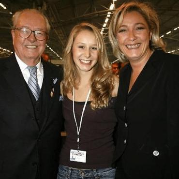 Jean-Marie Le Pen, Marion Maréchal-Le Pen et Marine Le Pen lors de la dernière «fête des Bleu-Blanc-Rouge», en 2006.