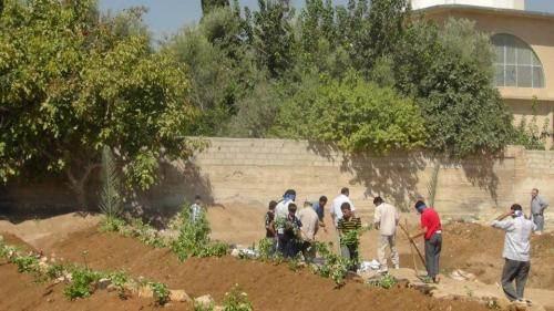 Les victimes de la mosquée Abou Souleimane enterrées dans ces fosses communes.