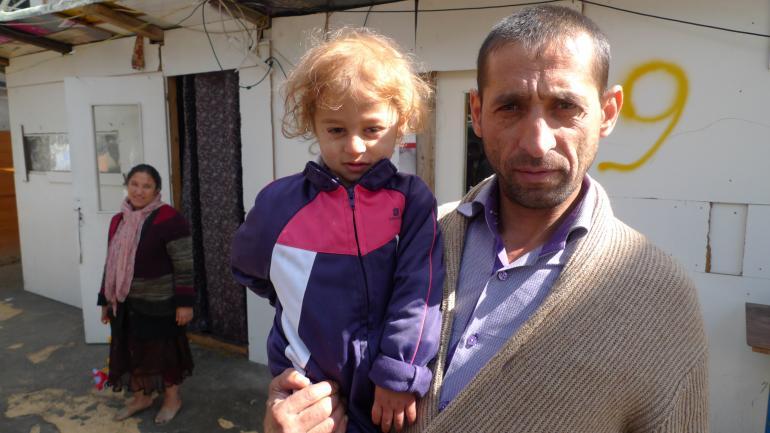 Le père d'Alin Vasile et l'un de ses petits-enfants. (CF)