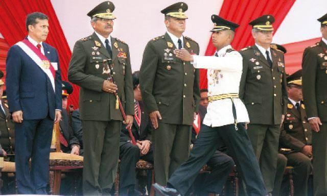 El presidente Ollanta Humala con el estado mayor del ejército.