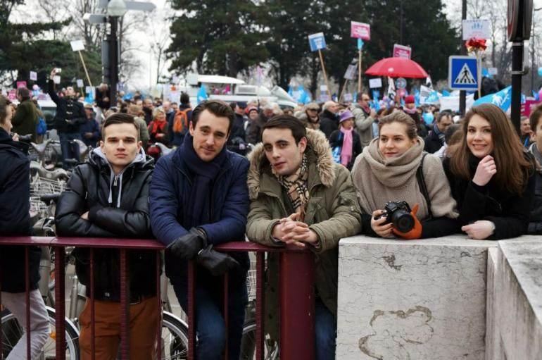 Edouard Klein (avec l'écharpe à carreaux) lors de la manifestation contre le mariage pour tous du 13 janvier 2013.