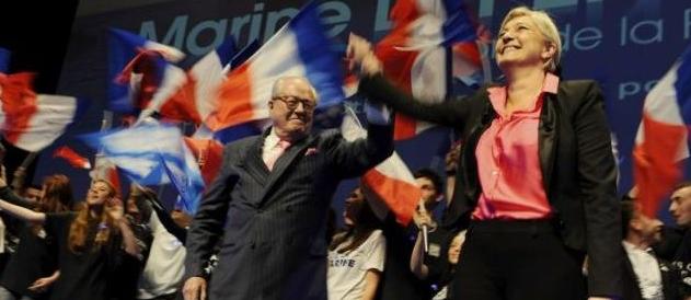 Marine Le Pen et Jean-Marie Le Pen en meeting à Nice, le 30 mars 2012.