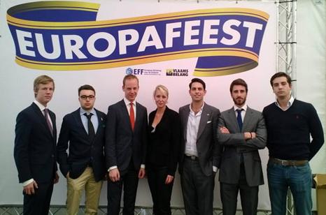 Marion Maréchal avec Julien Rochedy, Paul-Alexandre Martin (FNJ) et des responsables du Vlaams Belang flamand et du SDU suédois.