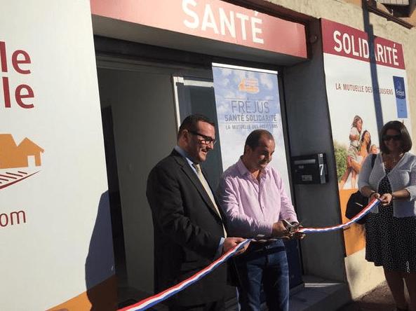 Robert Ottaviani et David Rachline, lors de l'inauguration de la permanence de «Fréjus Santé Solidarité», le 18 septembre 2015.