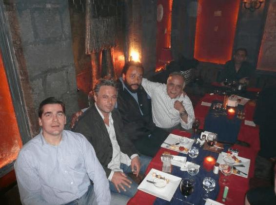 Frédéric Chatillon avec Manaf Tlass et Dieudonné et le conspirationniste Thierry Meyssan (tout à droite), en 2008, en Syrie.