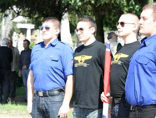 Alexandre Gabriac et François-Xavier Gicquel, l'ex-responsable du FNJ85, à une célébration de Mussolini en Italie, en avril 2012