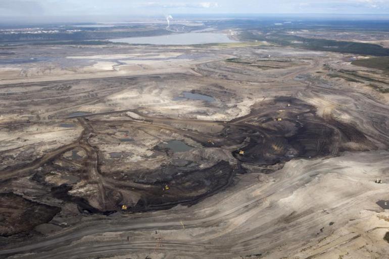 L'exploitation à ciel ouvert des sables bitumineux dans l'Alberta