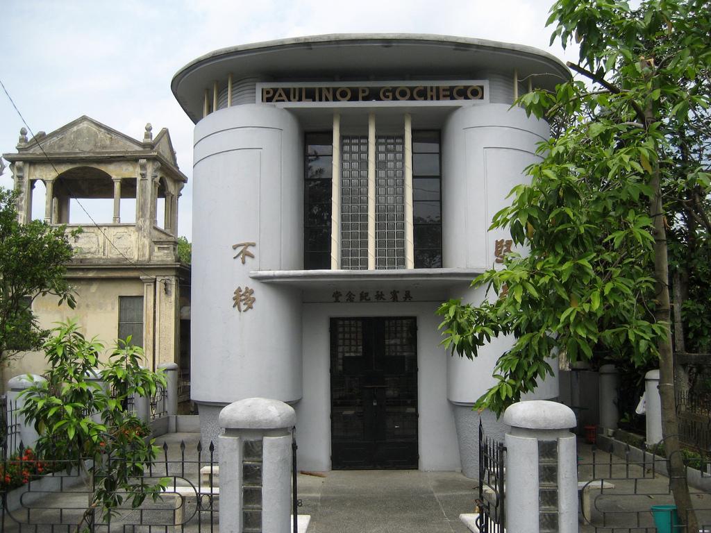 mausoleumartdeco