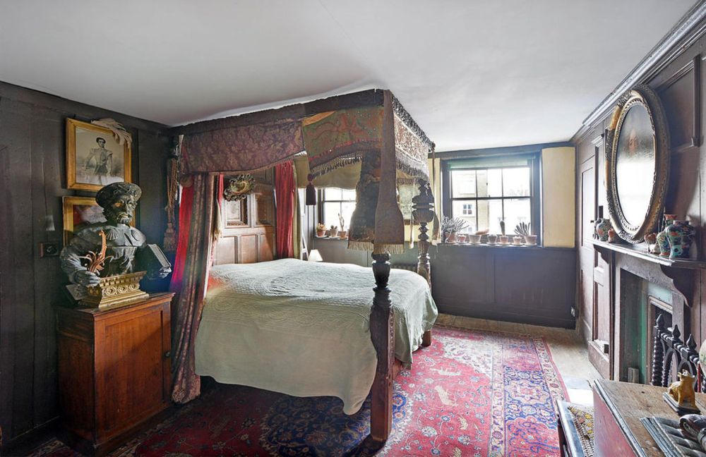 bedroom-Malplaquet-House-1050x680