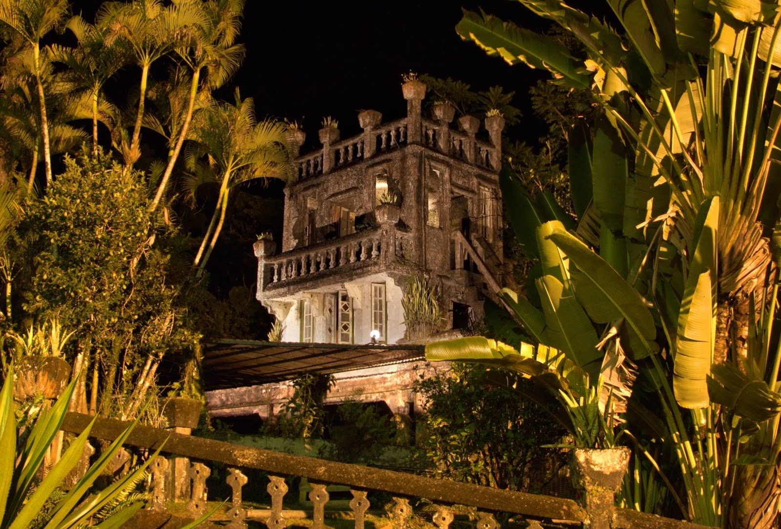 paronalla-top-castle-at-night