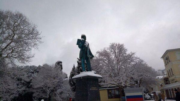 Ялту завалило снегом: на южном берегу Крыма среди пальм ...