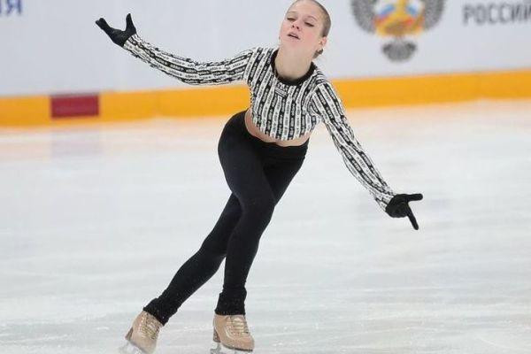 Трусова исполнила два четверных, а Медведева не справилась ...