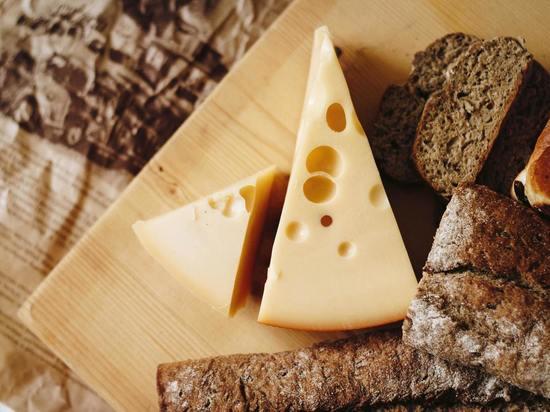 Грибки в сырах влияют на бактерии с помощью запахов - МК ...