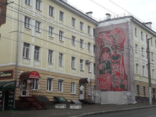 В Калуге на Пушкина начали монтаж панно с солдатами - МК ...