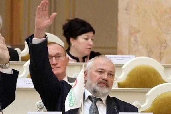 Депутат Амосов заболел коронавирусом после прививки ...