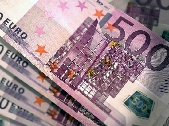 Официальный курс евро снизился на 93 копейки - МК