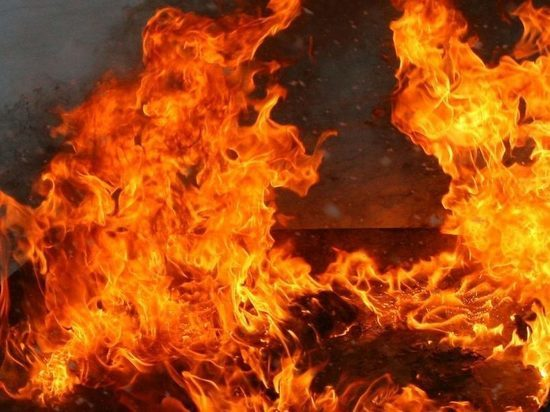 На пожаре в пятиэтажке в Братске пострадали мужчина и ...