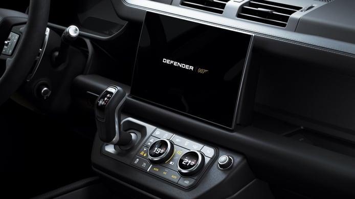 Photo Land Rover Defender V8 Bond Limited Edition - interior