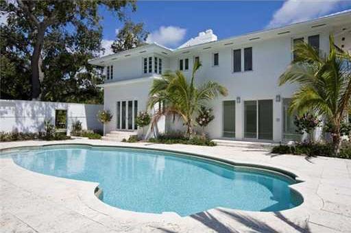 0404et8 Liz Taylor's Former Miami Beach House (PHOTOS)
