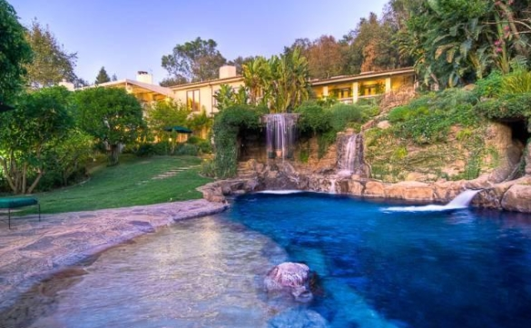 0909oakpass1 Mark Wahlberg Re Lists Beverly Hills Home (PHOTOS)