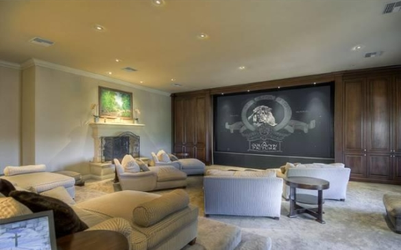 0909oakpass18 Mark Wahlberg Re Lists Beverly Hills Home (PHOTOS)
