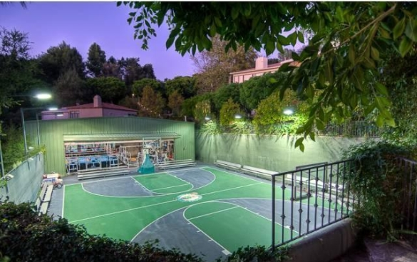 0909oakpass20 Mark Wahlberg Re Lists Beverly Hills Home (PHOTOS)