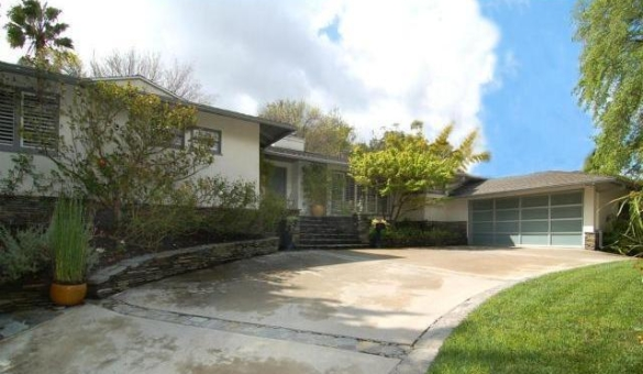 0928encino2 Gossip Girl Star Leighton Meester Nests In Encino (PHOTOS)