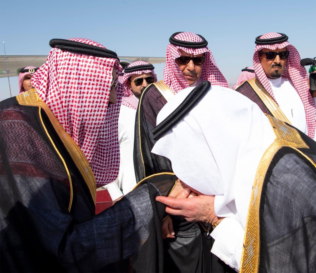 صور الملك سلمان يصل إلى نيوم معلومات مباشر