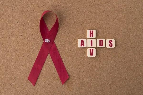 A aids é considerada uma pandemia, e, desde sua descoberta, estima-se que mais de 30 milhões de pessoas tenham morrido.