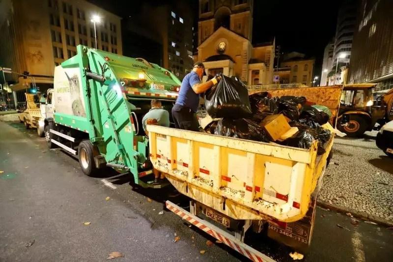 No início deste ano, Florianópolis adotou a mesma medida e contratou uma empresa privada para coleta de lixo emergencial – Foto: Cristiano Andujar/PMF/DIvulgação/ND