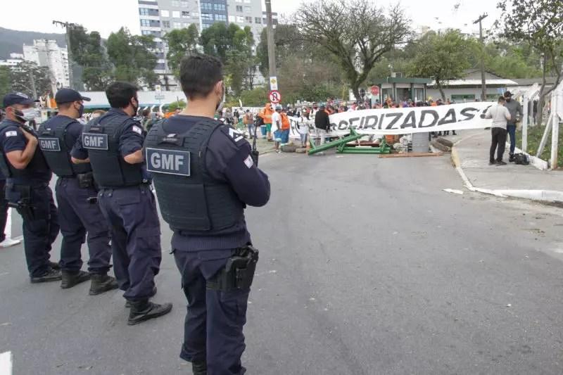 Protesto de servidores da Comcap terminou em confronto nesta terça-feira – Foto: Leo Munhoz/ND