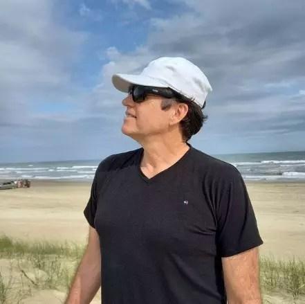 Airton Machado em Balneário Rincão, no Sul de SC, no dia 1º de janeiro de 2021. Artista publicou uma série de vídeos em que diz sentir saudades dos fãs – Foto: Redes Sociais/Reprodução/ND