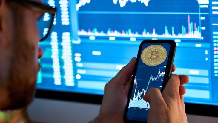 'Público' adiciona negociação de criptomoedas citando milhões de investidores que veem cripto como 'classe de ativos atraentes'