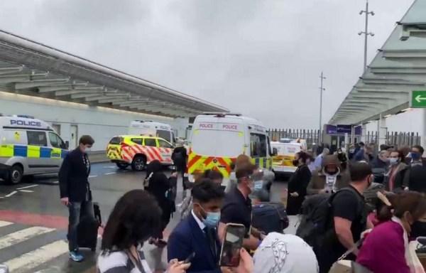 В аэропорту Хитроу эвакуировали пассажиров из-за ...